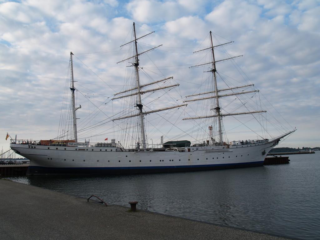 Die Gorch Fock II in Stralsund   ich habe die Mistral mit Crew wieder heil  in den heimathafen gebracht