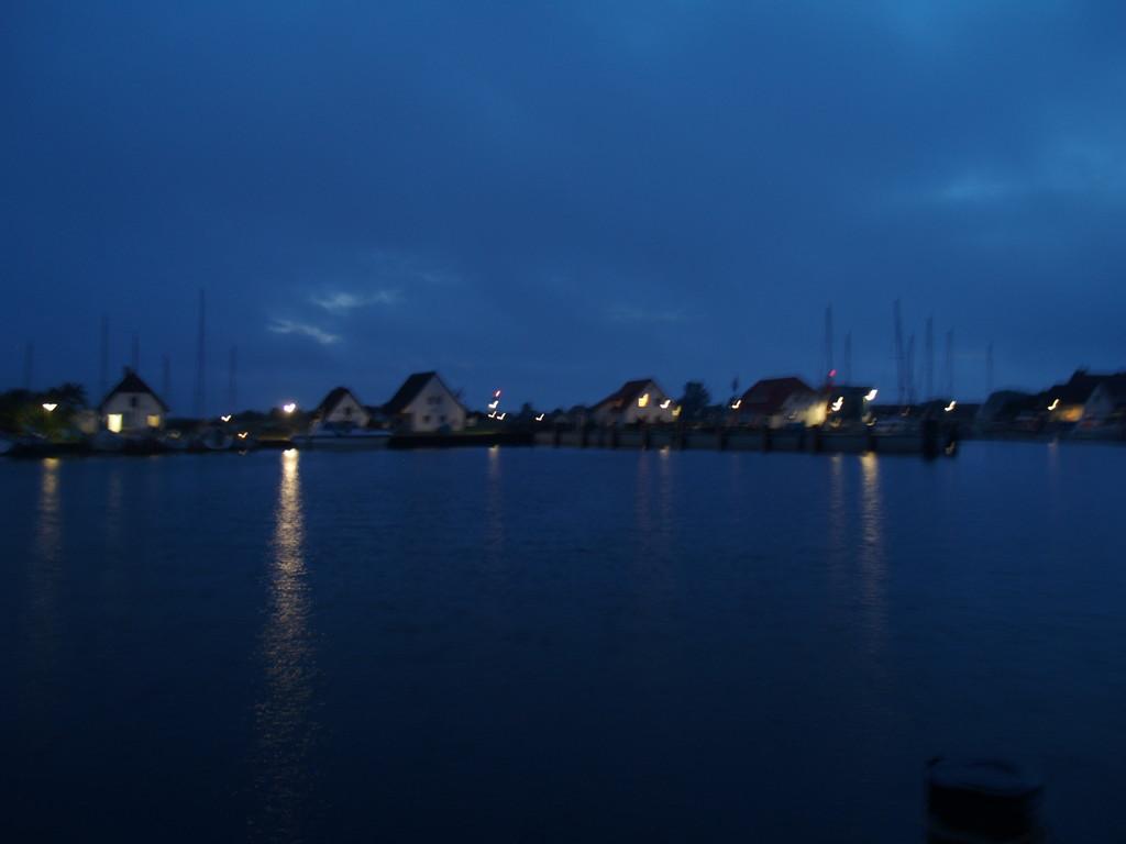 Nachts vor Anker  Klintholm