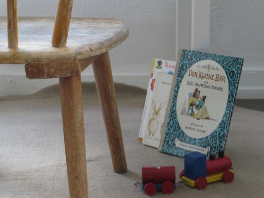 Vintage Möbel und Bücher