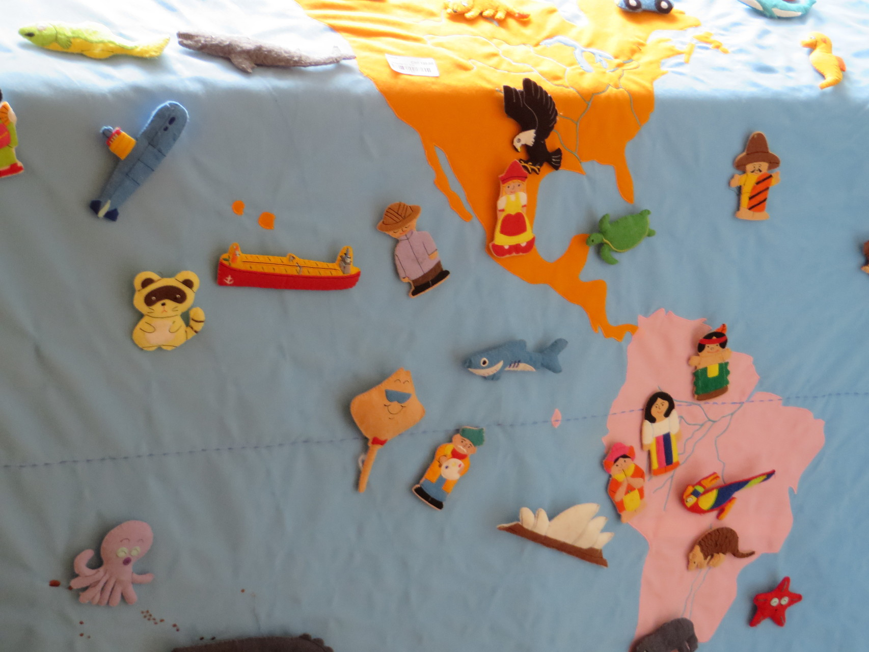 Giant Map Of the World with felt Sujets - 120,- Second Hand