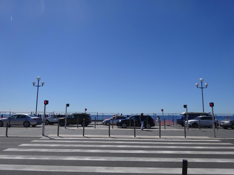 もう夕方ですが青い空と青い海は変わりません。コートダジュールの素晴らしいところですね。