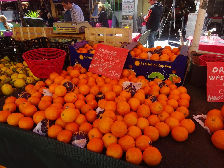 オレンジ色がまぶしいです。