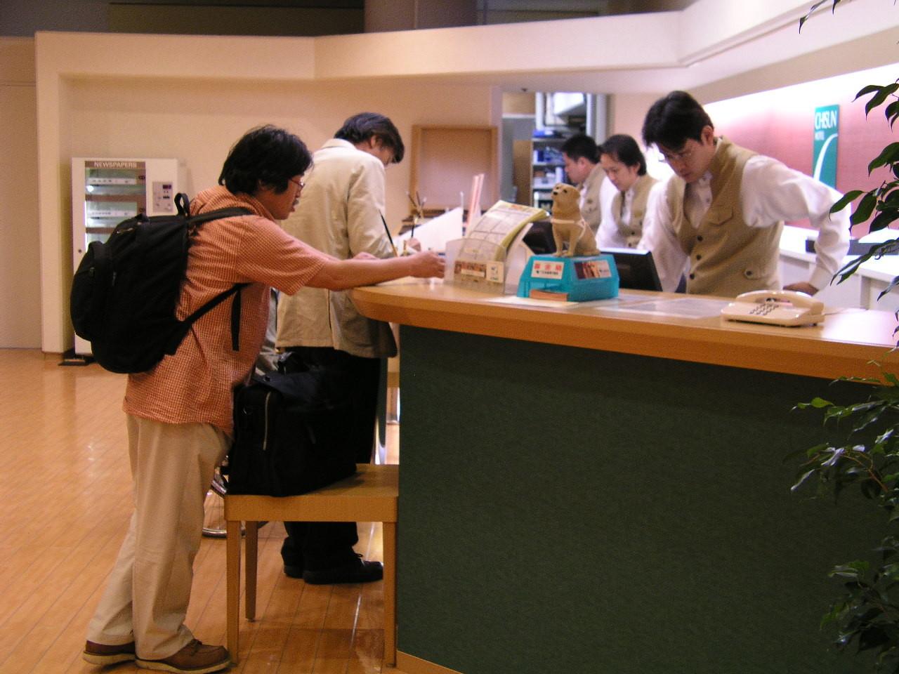 大阪のホテル深夜にチェックイン