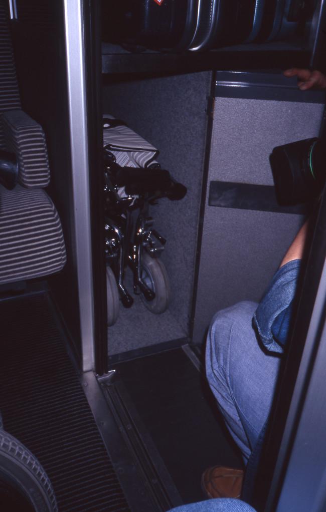 列車に備え付けの車椅子
