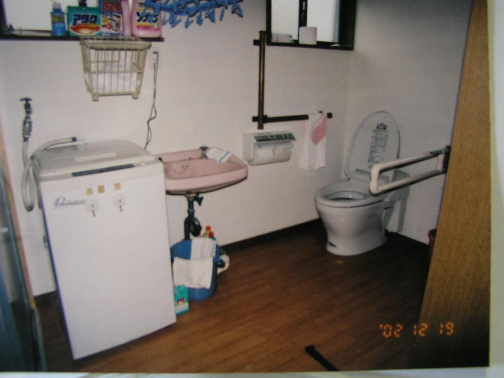 洗面・脱衣・トイレなどをまとめ広い空間に〔玄関部分を活用してる〕