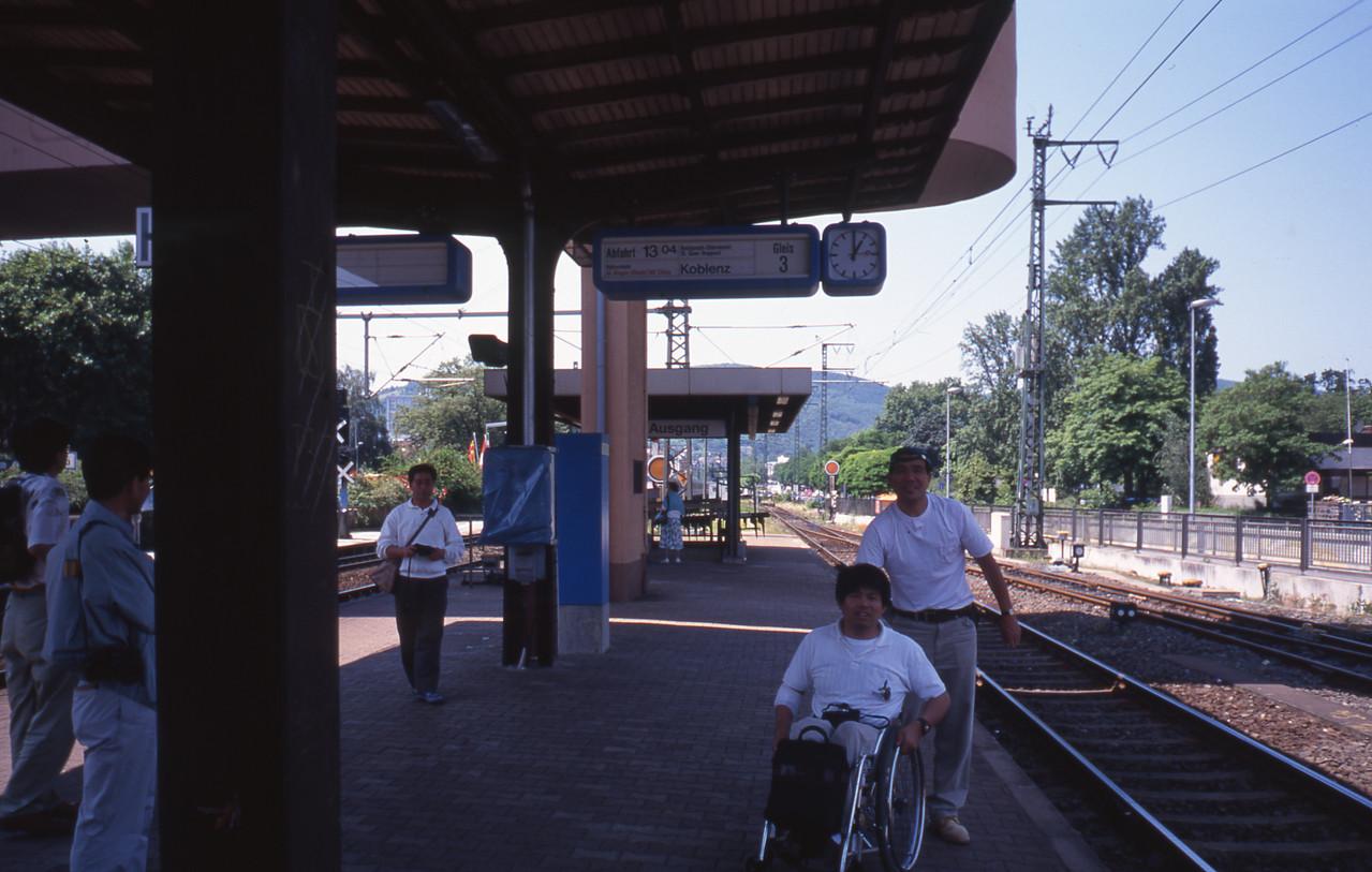 駅も開放感があります、改札業務がありませんから