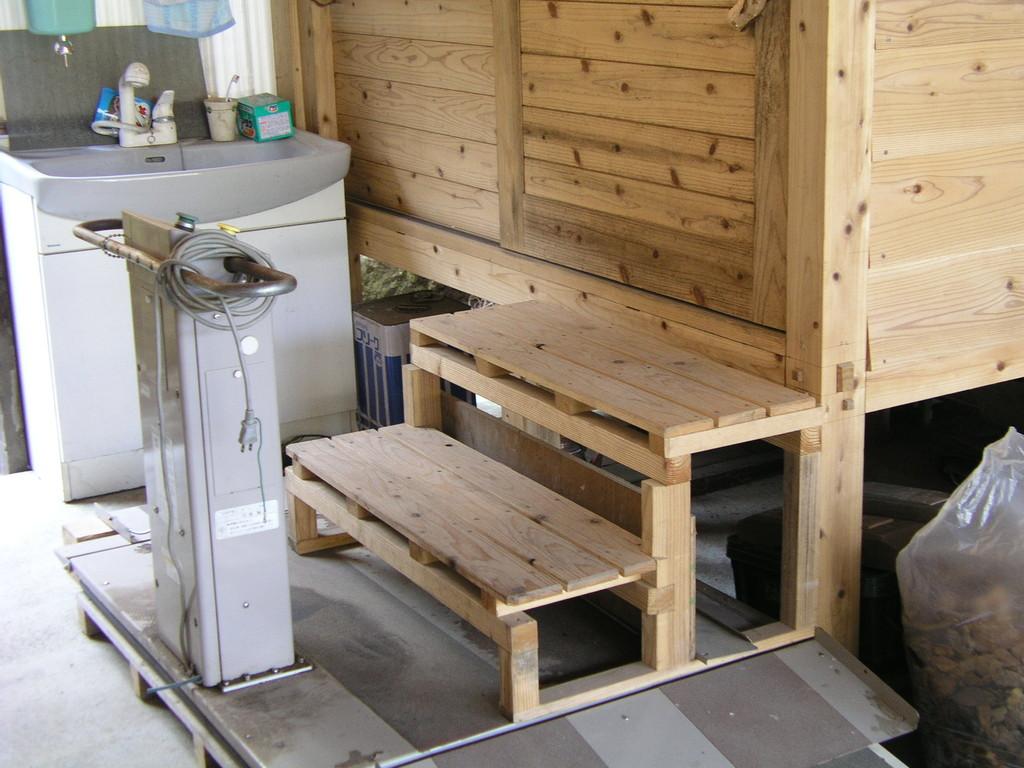 リフト設置してます、階段をはずすと車椅子でも使える可能性有ります