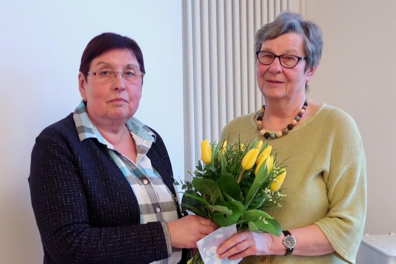 Hildegard Winzenborg wird als 1. stellvertretende Vorsitzende verabschiedet