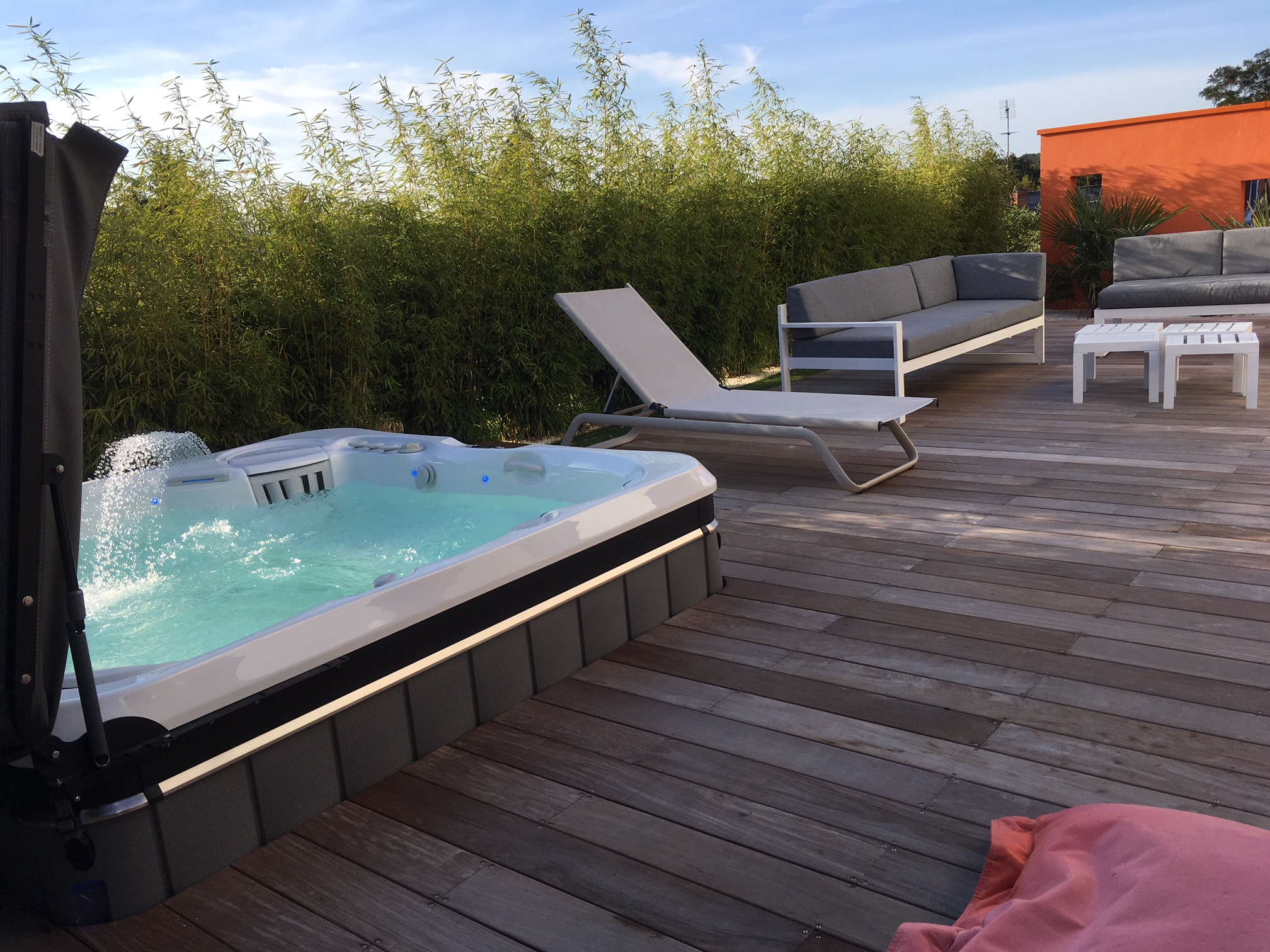 Spa Tahitian AMS encastré avec terrasse teck