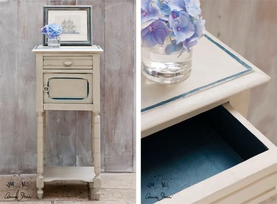 Man sieht auf dem Bild ein kleines Nachtschränkchen, das mit der Kreidefarbe Annie Sloan Chalkpaint im Farbton Country Grey gestrichen wurde
