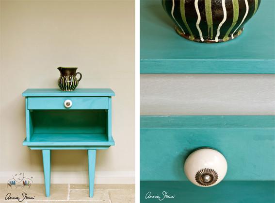 Das Photo zeigt ein kleines Möbelstück, das mit der Kreidefarbe Annie Sloan Chalk Paint im Farbton Provence gestrichen wurde.