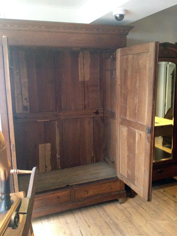 Schrank aus Holz, gebraucht, von Nouvelle-Antique aus Aachen