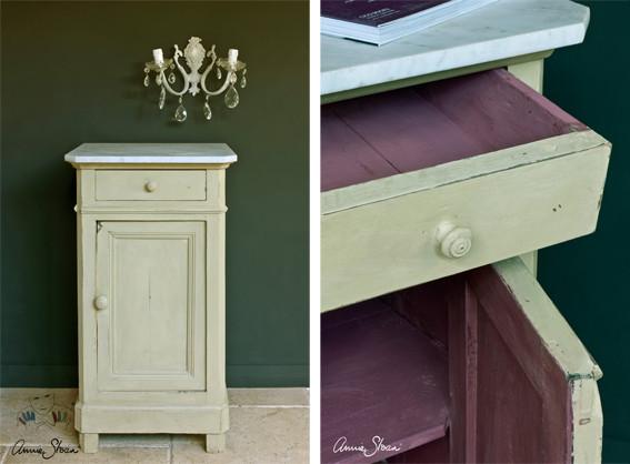 Das Photo zeigt ein kleines Möbelstück, das mit der Kreidefarbe Annie Sloan Chalkpaint im Farbton Versailles gestrichen wurde