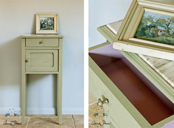 Man sieht auf dem Photo einen kleinen Nachttisch der mit der Kreidefarbe Annie Sloan Chalkpaint im Farbton Chateau Grey gestrichen wurde