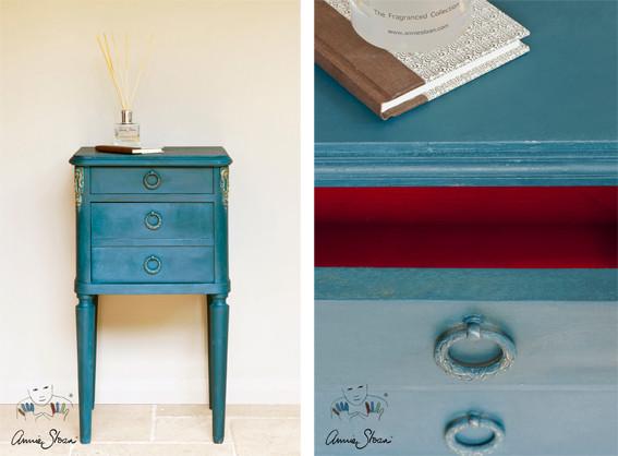 Auf dem Bild sieht man ein kleines Möbelstück, das mit der Kreidefarbe Annie Sloan Chalkpaint im Farbton Aubusson gestrichen wurde