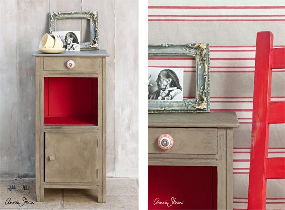 Man sieht auf dem Photo einen kleinen Nachttisch der mit der Kreidefarbe Annie Sloan Chalkpaint im Farbton Coco gestrichen wurde