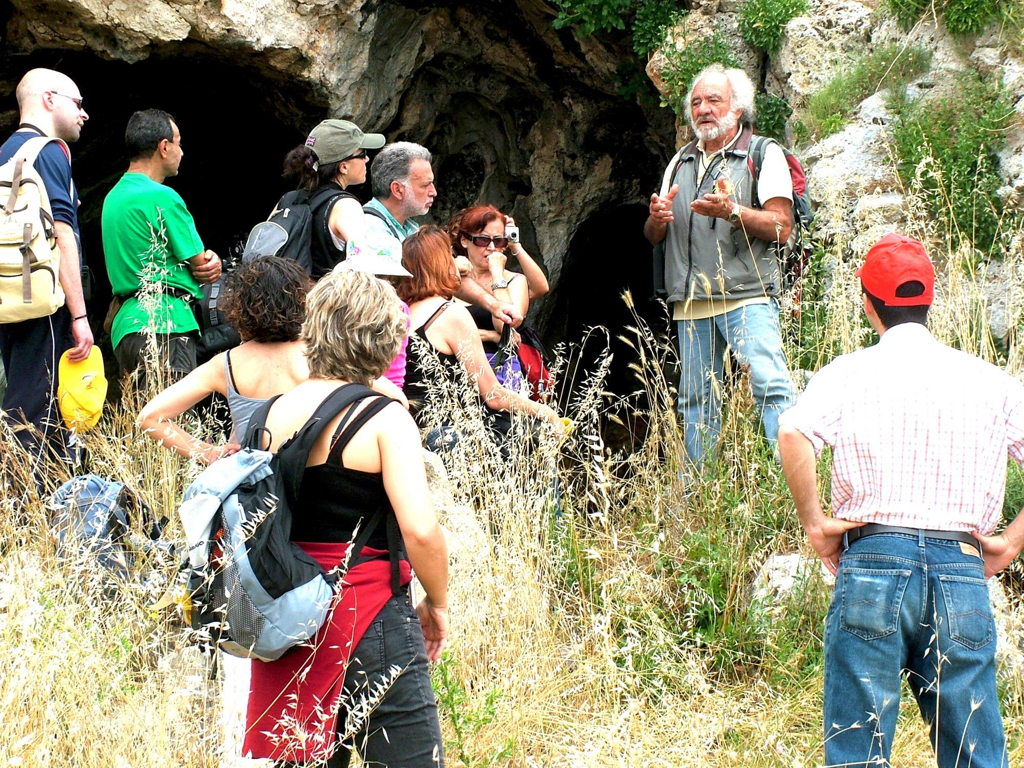 Grotta sul percorso del 40° parallelo  | Ezio Sarcinella