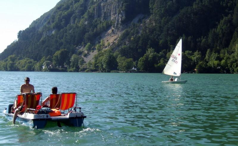 lac de Nantua en été - les pédalos