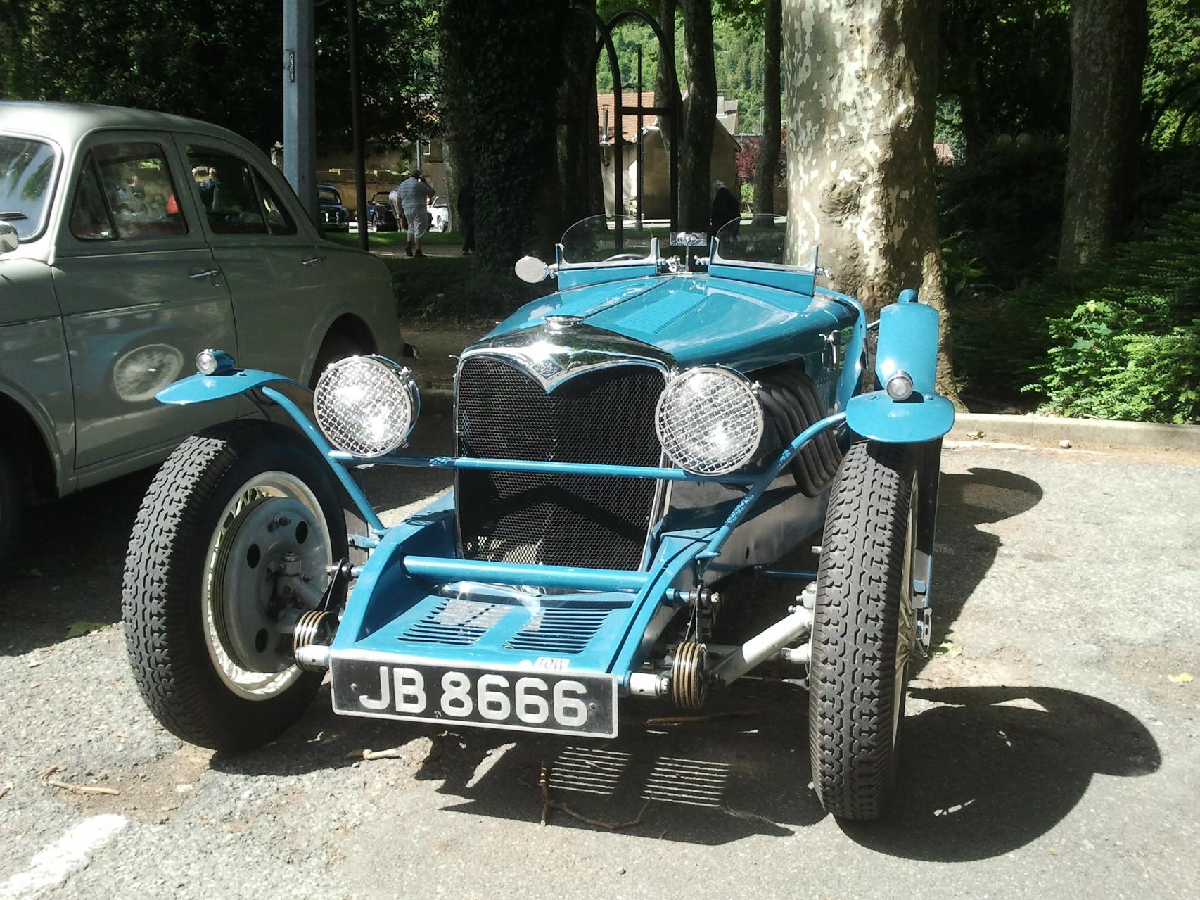 Exposition de vieilles voitures Nantua