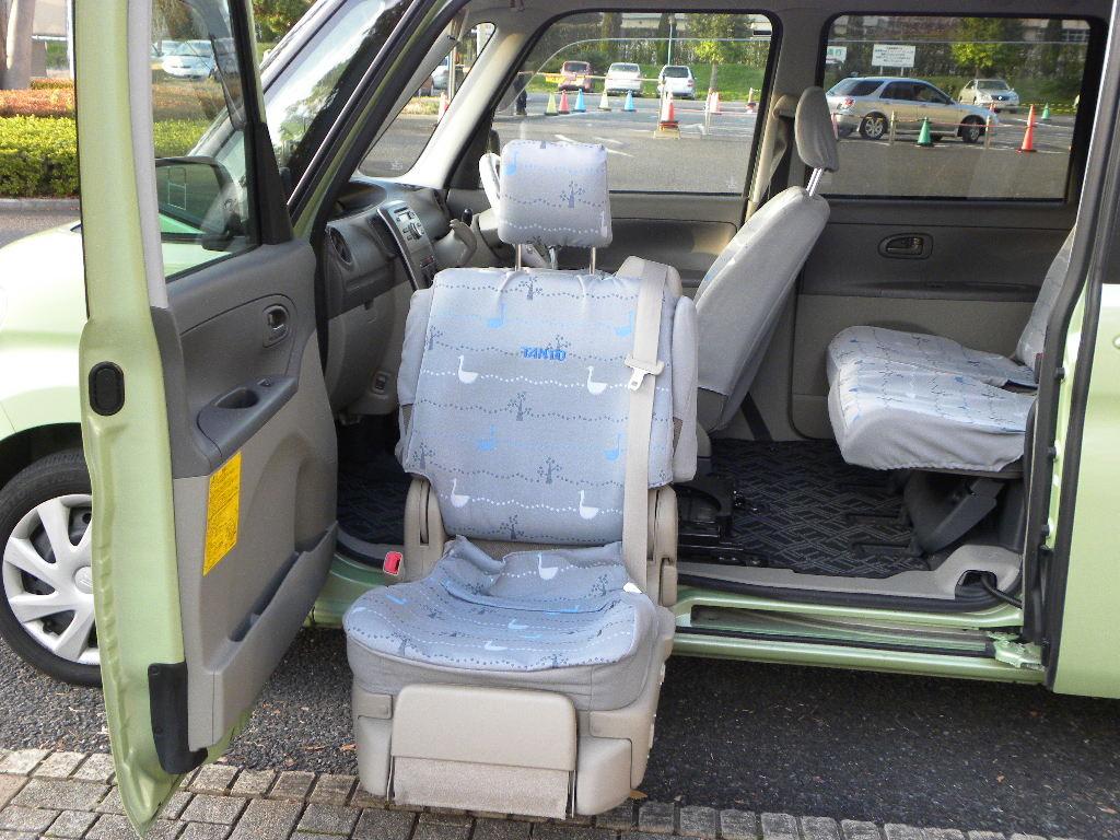 車いす用の福祉車両もご用意しております。