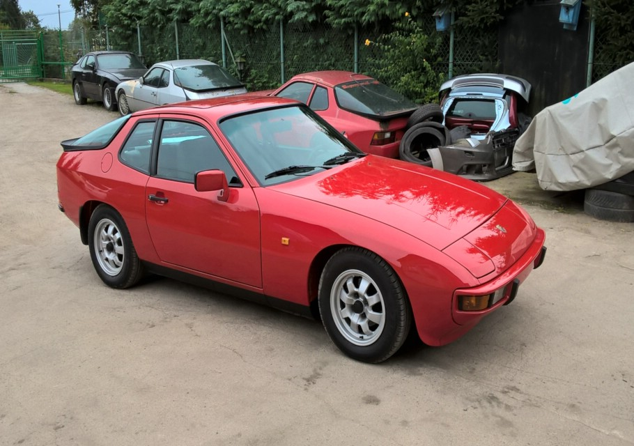 Porsche 924 rot