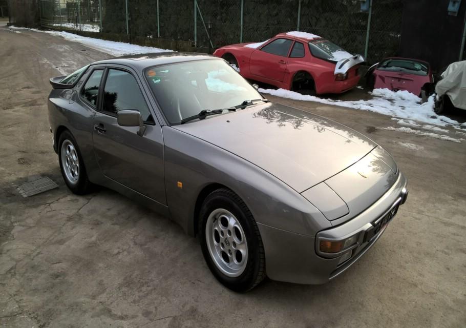 Porsche 944 braun