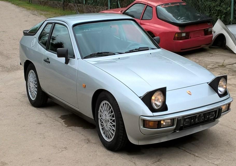 Porsche 924 silberblau