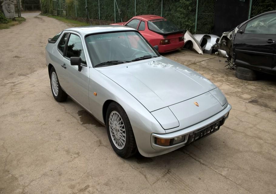 Porsche 924 silber