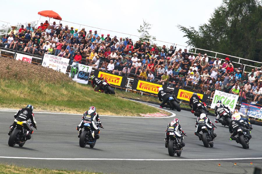 BMW BoxerCup in Zolder, Marvin startete aus der 2. Reihe und fuhr auf Platz 4.