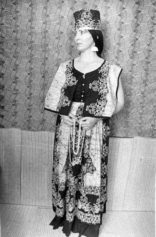 l/abito per eventi speciali (batik, lurex - ricamo)      Collezione privata