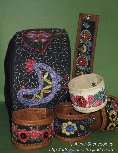 dalla seria COTONE e PELLE (braccialetto e tjubetejka): pelle,cotone, brocade,perline,ricamo