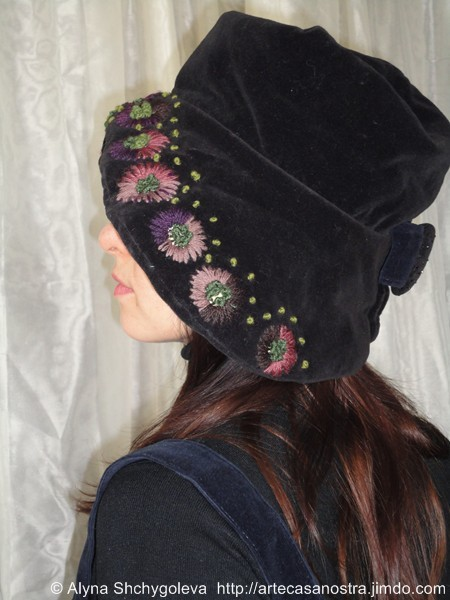"dalla seria VELLUTO (hat & bag), ""Autunno"": velluto,brocade, ricamo,strass,wool; embroidery"
