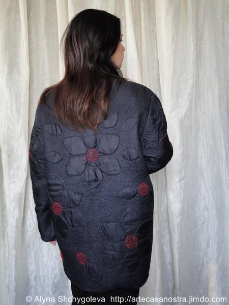 """dalla seria RASO (giacca,cappellino,borsetta).""""Nero e Rosso"""":raso,wool,perline,pietre semipreziose; embroidery,hand-quilted"""