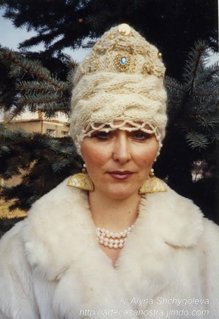 dalla collezione dei cappellini invernali (lana mista di pecora e capra,lurex,strass)