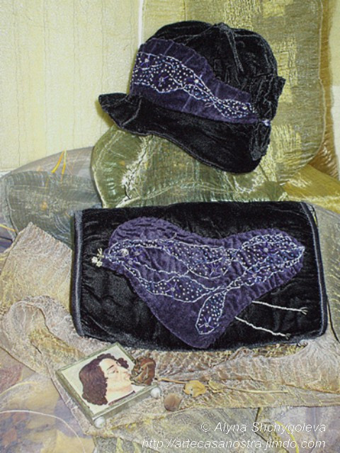 "dalla seria VELLUTO (hat & bag). ""Inverno"": velluto,brocade, ricamo,strass,wool; embroidery"