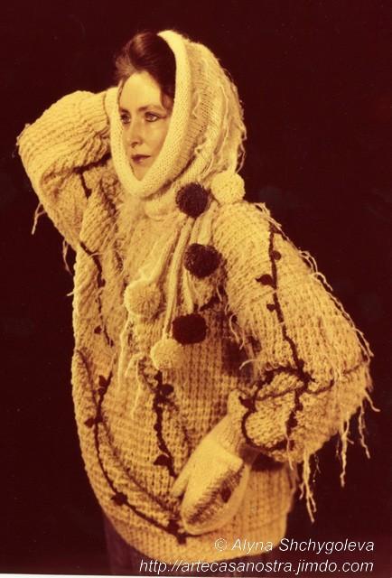 """completto invernale """"Bacche di rosa selvatica"""" (pura lana di pecora,mohair)  Collezione privata  Canada"""