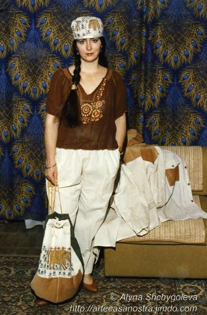 dalla collezione in cotone dedicata alla Maria Prymachenko (giacca,pantaloni,lo zaino,cappellino): cotone+ stoffe varie,perline;ricamo,applquè   SOLD (U.K.)