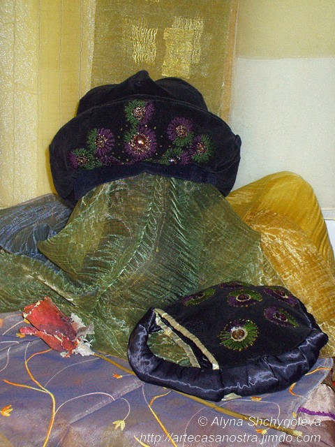 dalla seria VELLUTO (hat & bag), velluto,brocade, ricamo,strass,wool; embroidery