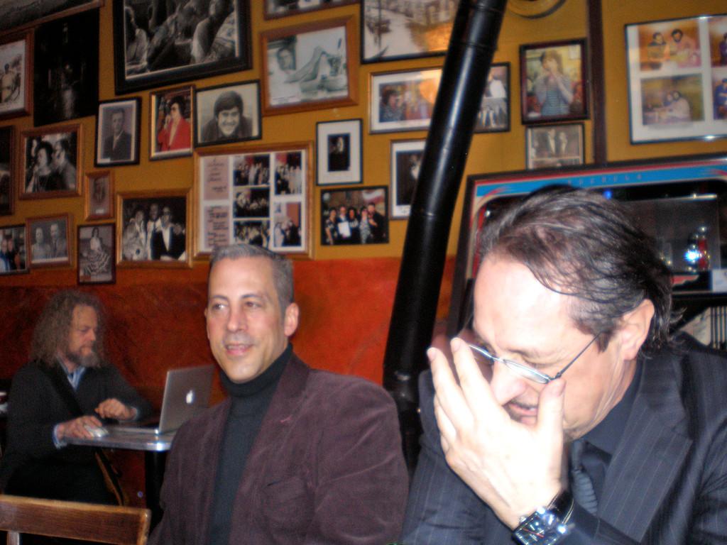 Jimmy Flynn, Heinz D. Heisl im Caffe Trieste