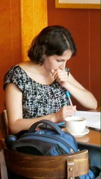 Junge Dichterin im Meshugga