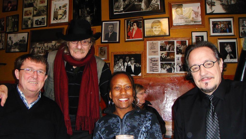 Jack Hirschman, Maketa Groves, Heinz D. Heisl im Caffe Trieste