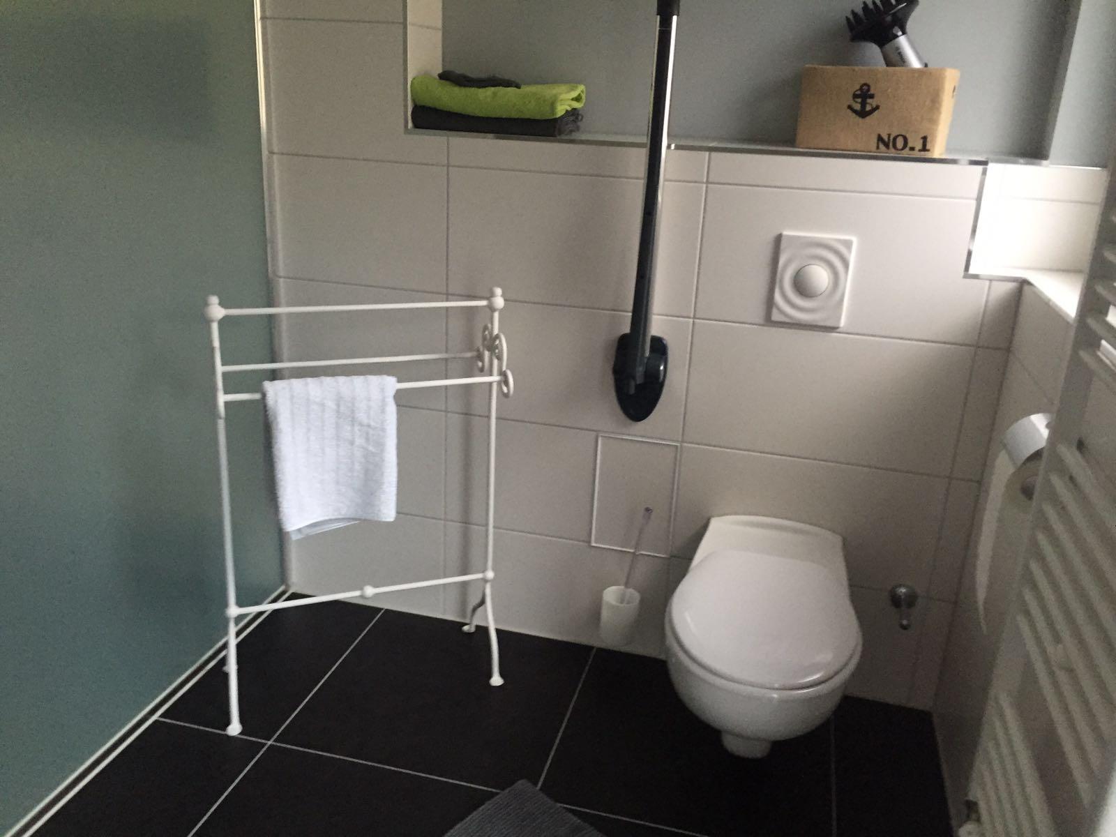 auf der Toilette kann man sich auch abstützen