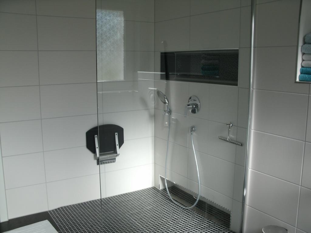 die bodengleiche Dusche mit Sitz