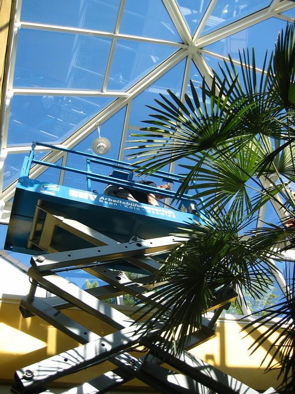 Reinigung von Dachkonstruktionen aus Glas