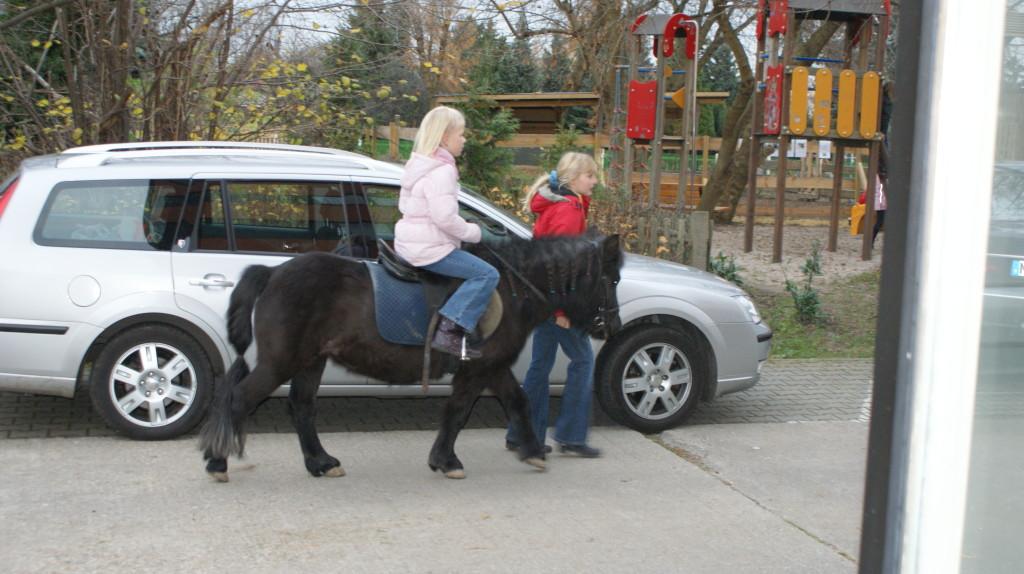 Pony reiten - Weihnachtsmarkt 2009 Haus Engelsdorf