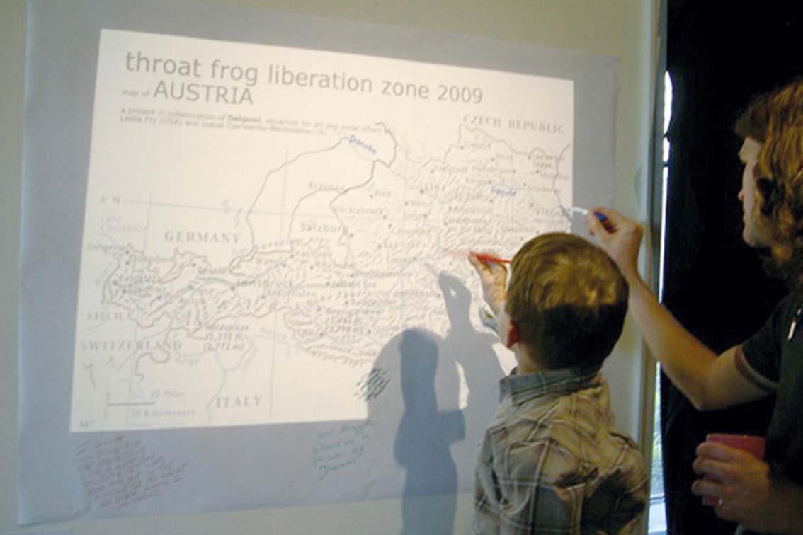 throat frog liberation zone / Wien, Österreich, USA-Landkarte auf Papier an die Wand projiziert, ICW und Leslie Fry 2009 in Kooperation mit fishpool