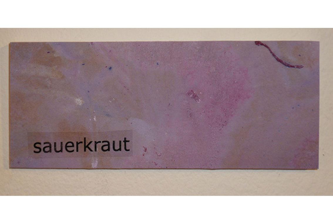 OK – sauerkraut, Zeichnung auf Papier, mit Begriffen auf Klebeband und Papier, auf einer Platte befestigt, ICW und Leslie Fry, 2009