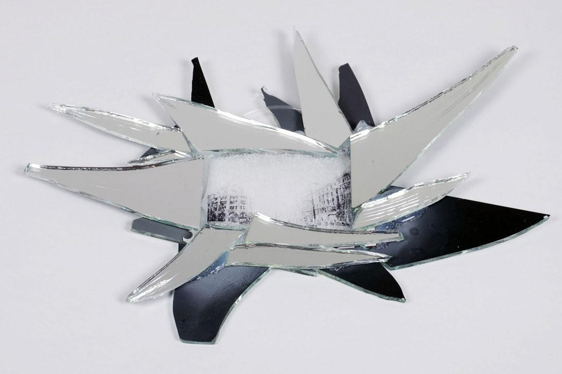 "Thin Skin Reflections ""war/destroyed houses reflection"", Prints auf Akryl, Spiegelsplitter, Silikon 22,1 x 27,4 x 1 cm , ICW und Leslie, 2009"
