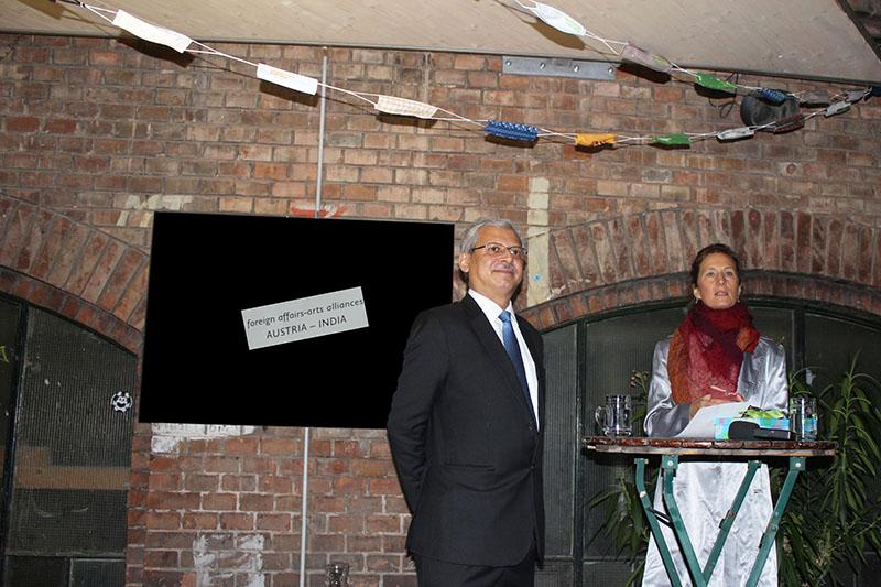 Botschafter Jaideep Mazumdar (Indische Botschaft in Wien); ICW (Bildende Künstlerin)
