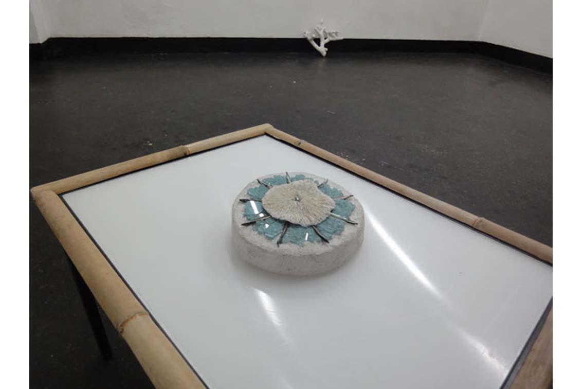 sea gem (Tessa Miller) am Tisch (ICW), Ausstellung, ICW und Tessa Miller, 2013